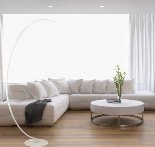 Modernus LED toršeras ECHO šviesiame interjere
