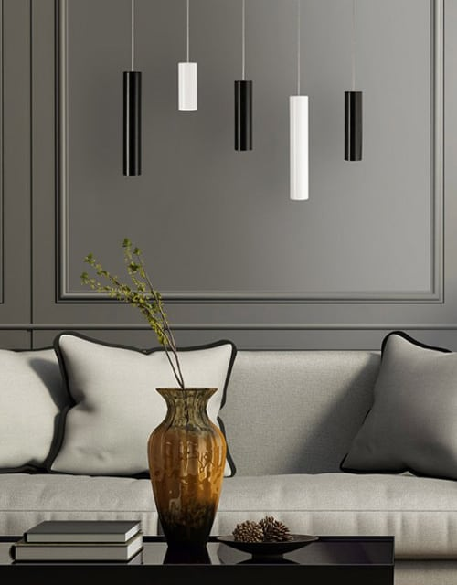 Dviejų spalvų lubinis pakabinamas šviestuvas Ramko PIANO svetainėje