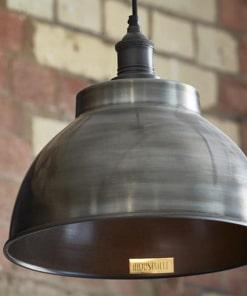 Alavuotas gaubto formos lubinis pakabinamas šviestuvas BROOKLYN su alavuotu laikikliu