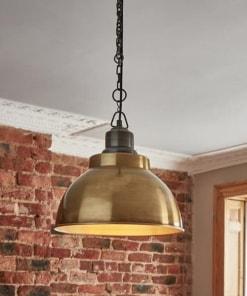 Žalvarinis gaubto formos lubinis pakabinamas šviestuvas BROOKLYN su grandine