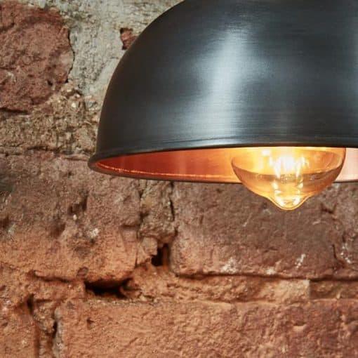 Alavo ir vario spalvos kupolo formos sieninis šviestuvas BROOKLYN iš arti