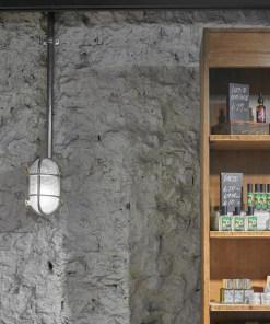Ovalus sieninis šviestuvas BROOKLYN parduotuvės interjere