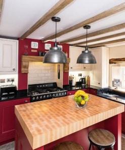 Alavuotas gaubto formos lubinis pakabinamas šviestuvas BROOKLYN virtuvės erdvėje