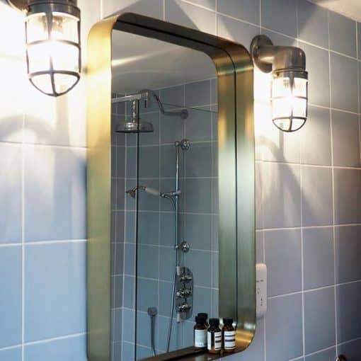 Sieninis šviestuvas su grotelėmis BROOKLYN vonioje