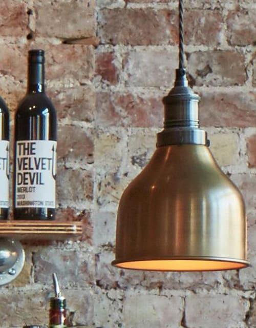Mažas kūgio formos žalvarinis lubinis pakabinamas šviestuvas CONE