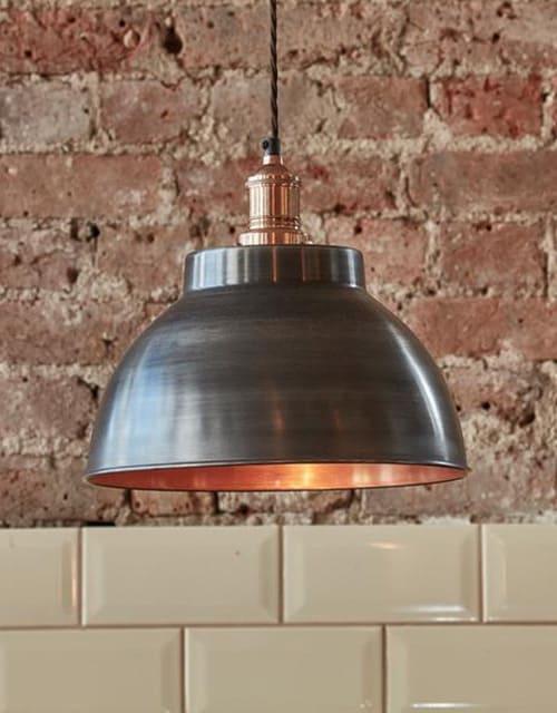Alavo ir vario spalvos gaubto formos lubinis pakabinamas šviestuvas BROOKLYN interjere