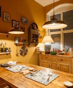 Žalvario spalvos lubinis pakabinamas šviestuvas STEP virtuvėje