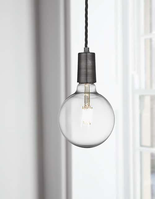 Alavo spalvos lubinis pakabinamas šviestuvas su viena lempute EDISON interjere