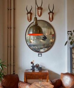 Alavo spalvos lubinis pakabinamas šviestuvas RETRO svetainės interjere