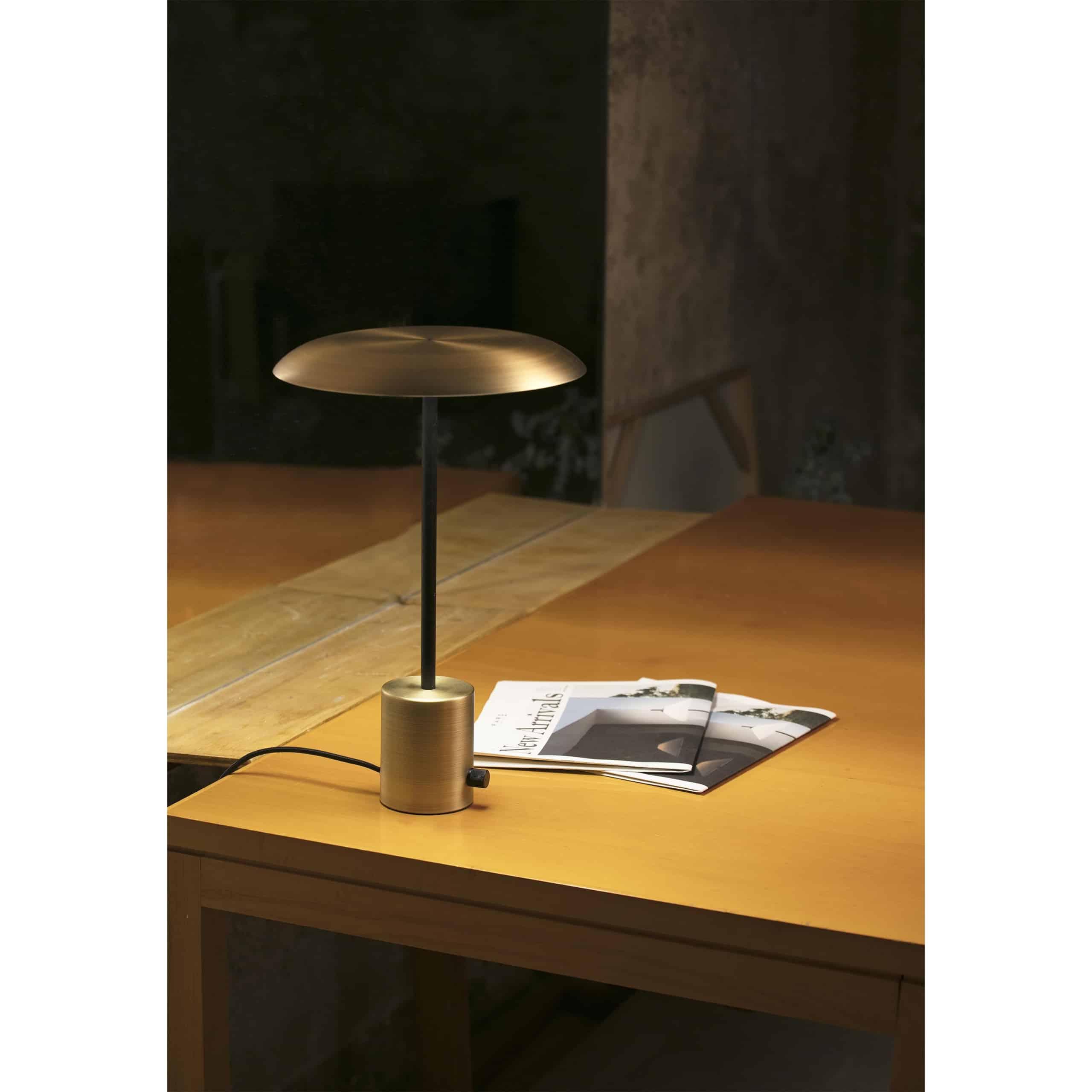Modernus stalo švietuvas FARO HOSHI