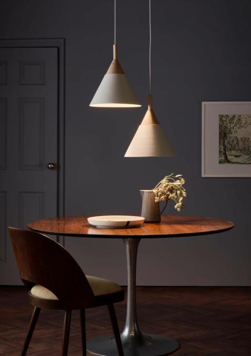 Pakabinamas šviestuvas su medine dekoracija Dar ILORI
